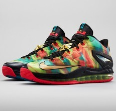 Bigthumb_lebron-hunt_low_3qtrpair_30047_fb-800x613